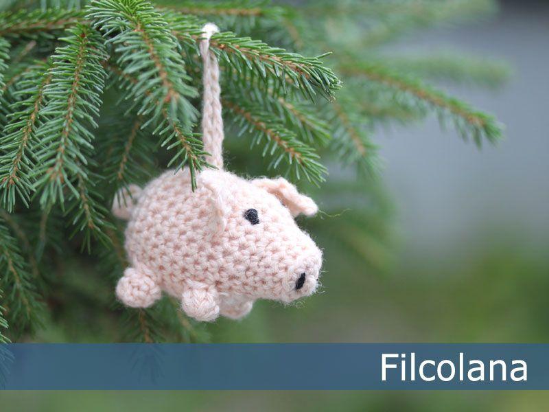 Crocheted pig (Christmas ornament)