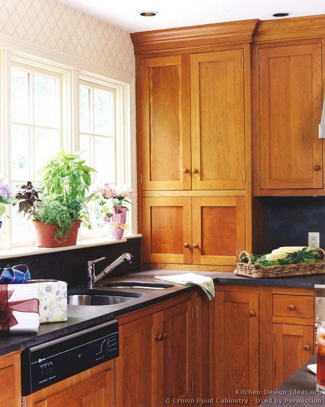 Black Shaker Kitchen Cabinets: #Kitchen Of The Day: Shaker Kitchens. (By Crown Point