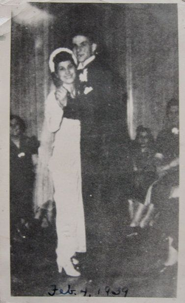 Frank sinatra dancing with his wife nancy barbato at their wedding on