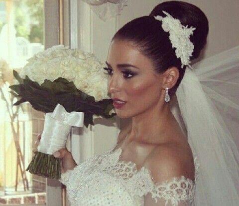 Bellissima sposa con un look classico...