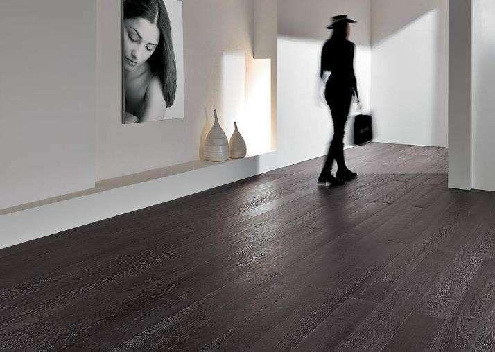 Arredare casa con pavimento scuro   Pavimenti in legno ...