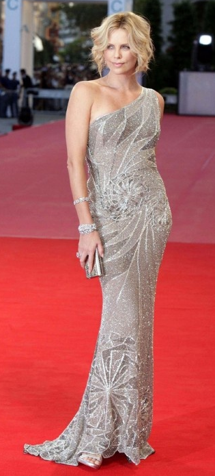 Charlize Theron in Versace for the premiere of
