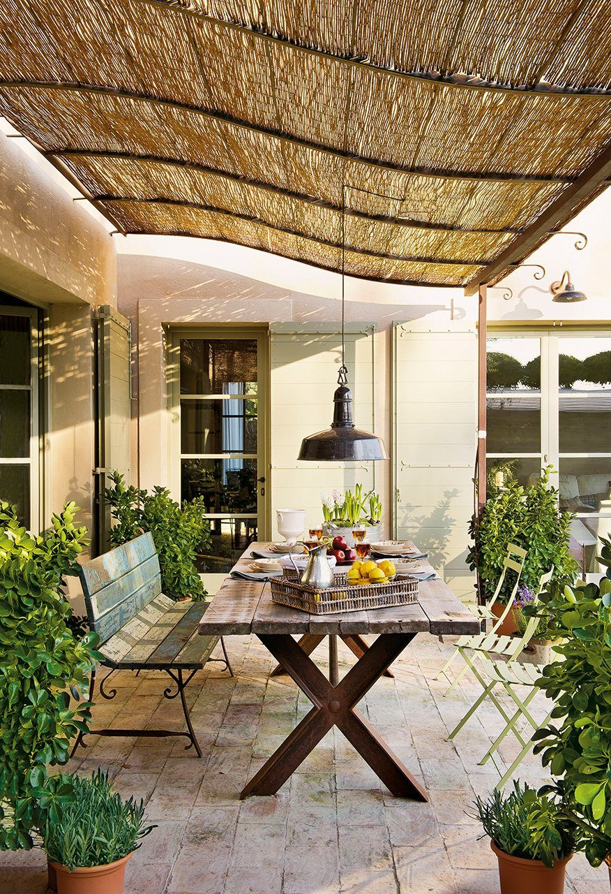 A cover forging rattan cane provides shade. Antic Bicoca lamp. Cups ...