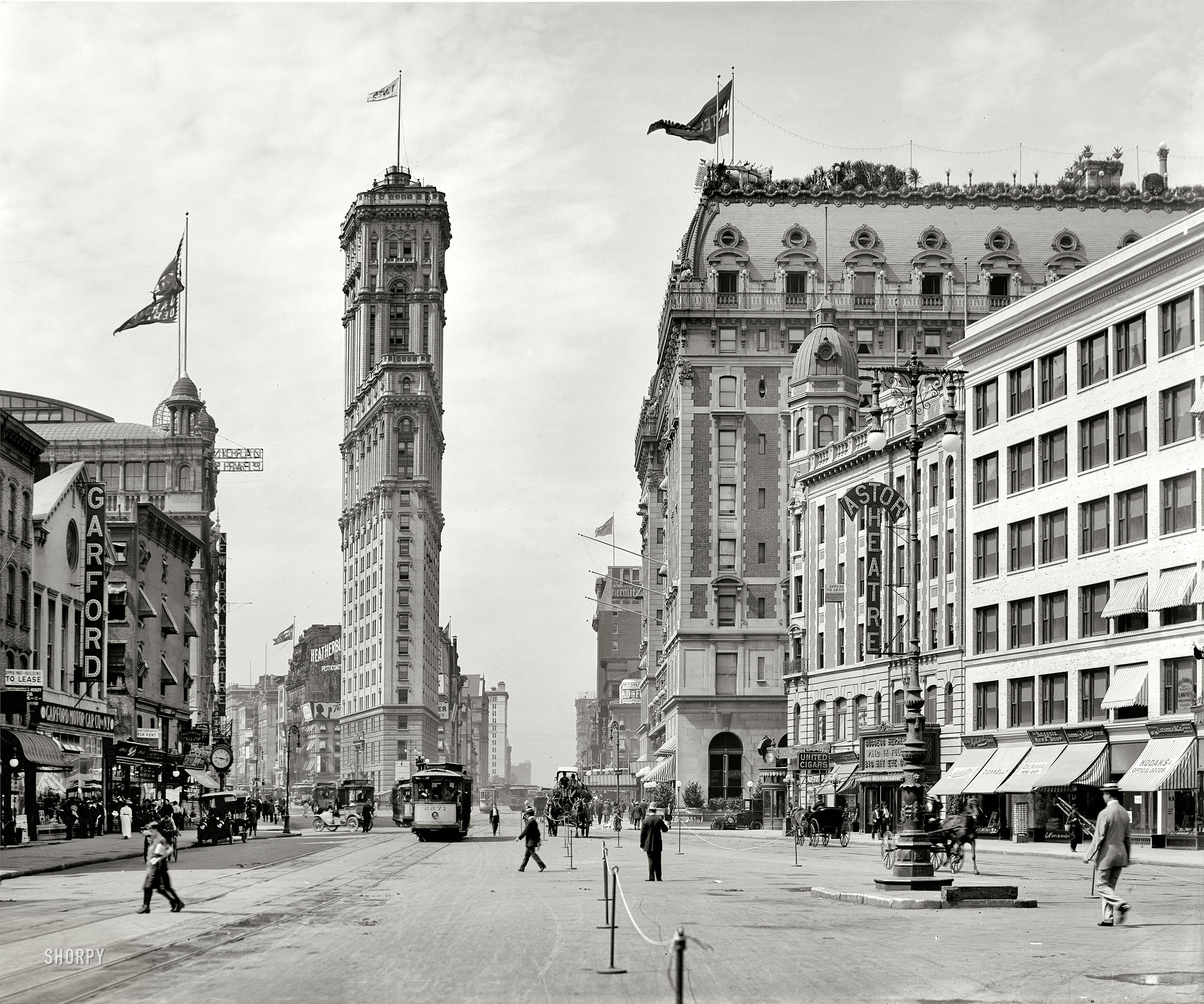 new york circa 1908 times square the old new york times building now encased in billboards. Black Bedroom Furniture Sets. Home Design Ideas