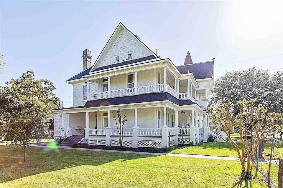 1904 Victorian For Sale In Beaumont Texas — Captivating