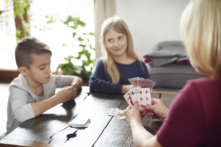 Learn how to play the card game old maid in 2020 card