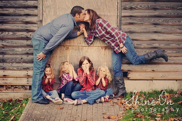 Why should we do the same photo all the time.  32 Wonderful, Creative and Unique Ways To Take A Family Photos. You'Re Gonna Love This.
