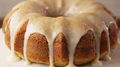 Cinnamon Roll Poke Cake #cinnamonrollpokecake Best Cinnamon Roll Poke Cake Recipe - How to Make Cinnamon Roll Poke Cake #cinnamonrollpokecake
