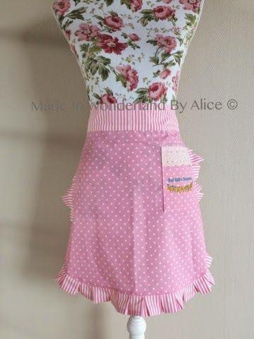Made In Wonderland By Alice: Forklæde til det lille kagehus