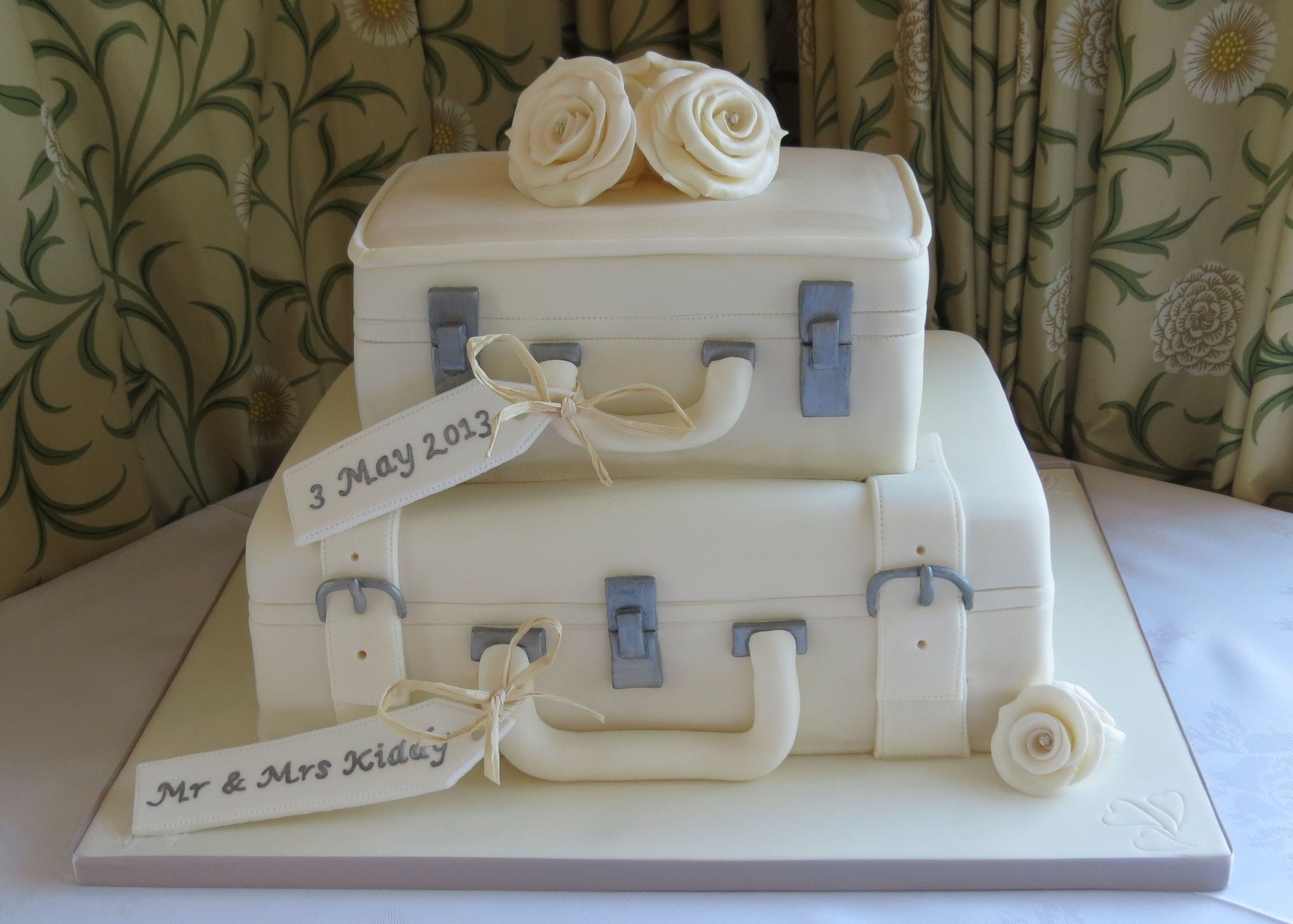 Cake Decor Guernsey Channel Islands : The Berries Bakery Luggage wedding cake #weddingcake # ...