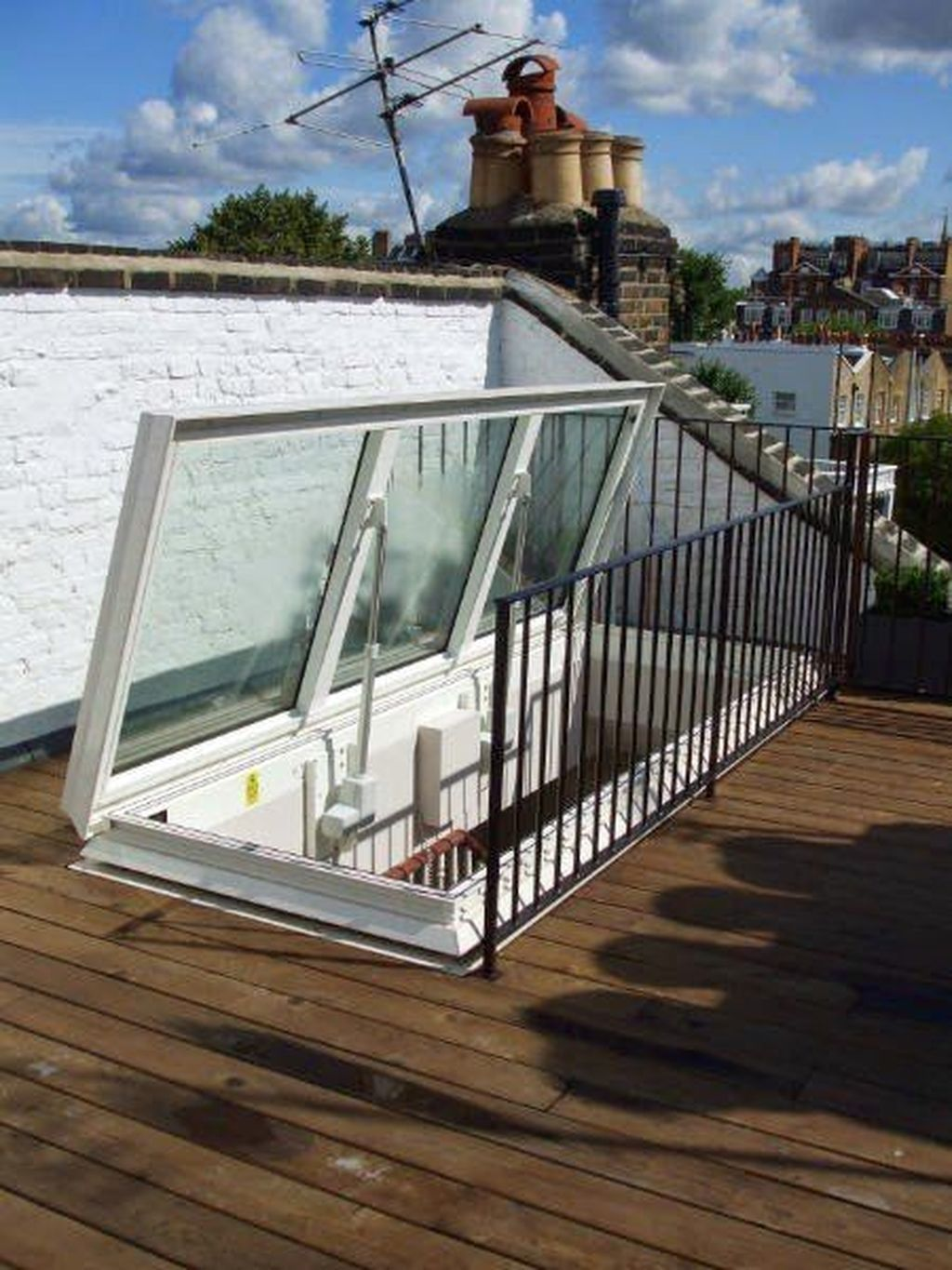 Cool 38 Excellent Rooftop Design Ideas To Get Inspired More At Https Homyfeed Com 2019 05 12 38 Excellent Roo Rooftop Design Rooftop Patio Roof Access Hatch