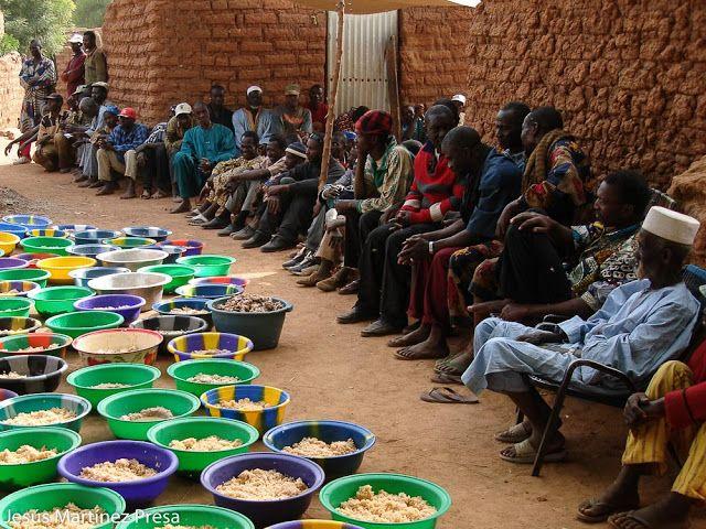 Una foto de Mali: Después del entierro