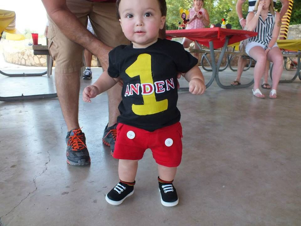 Pin By Yineli On Anden S 1st Birthday Mickey Mouse Themed Mickey Mouse Birthday Mickey 1st Birthdays Mickey Mouse Clubhouse Birthday Party