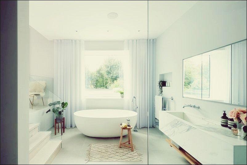 So Finden Sie Das Richtige Badezimmerfenster Fur Ihren Stil Bad Deko Badezimmer Ohne Fenster Schone Badezimmer Badezimmer