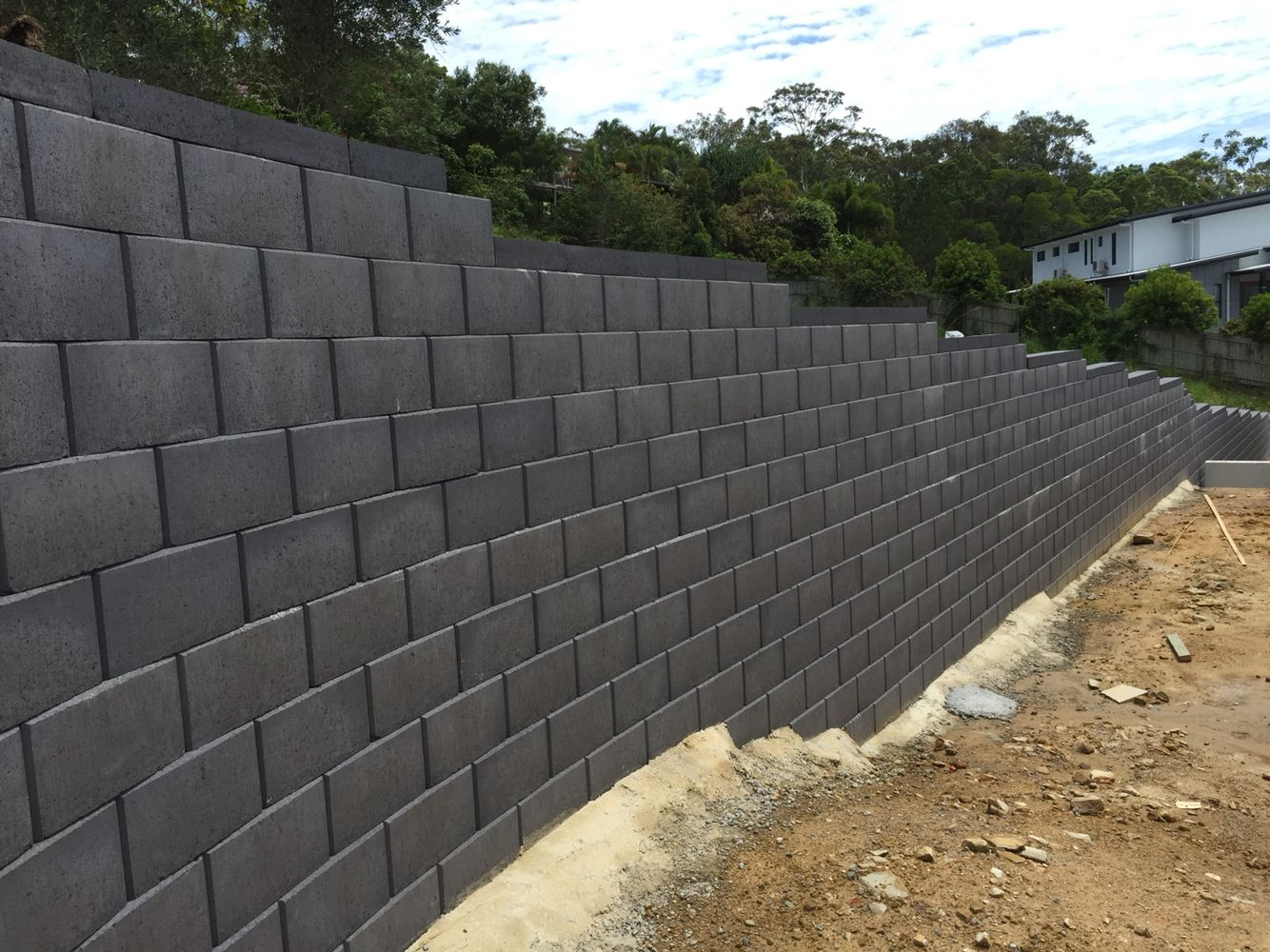 New Austral Heron Smooth Retaining Wall First Wall Of This Kind Constructed By Ilandscape Co Concrete Retaining Walls Retaining Wall Cinder Block Walls
