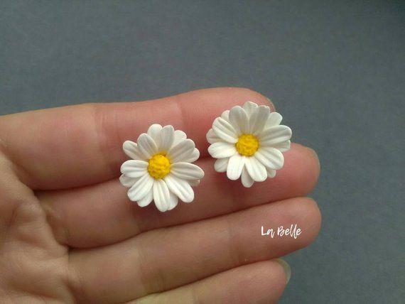 Aretes de flores con Margarita Fimo Margarita Pendiente de verano Pendiente alegre Flores Joyería Fimo Pendiente floral Pendiente de margarita