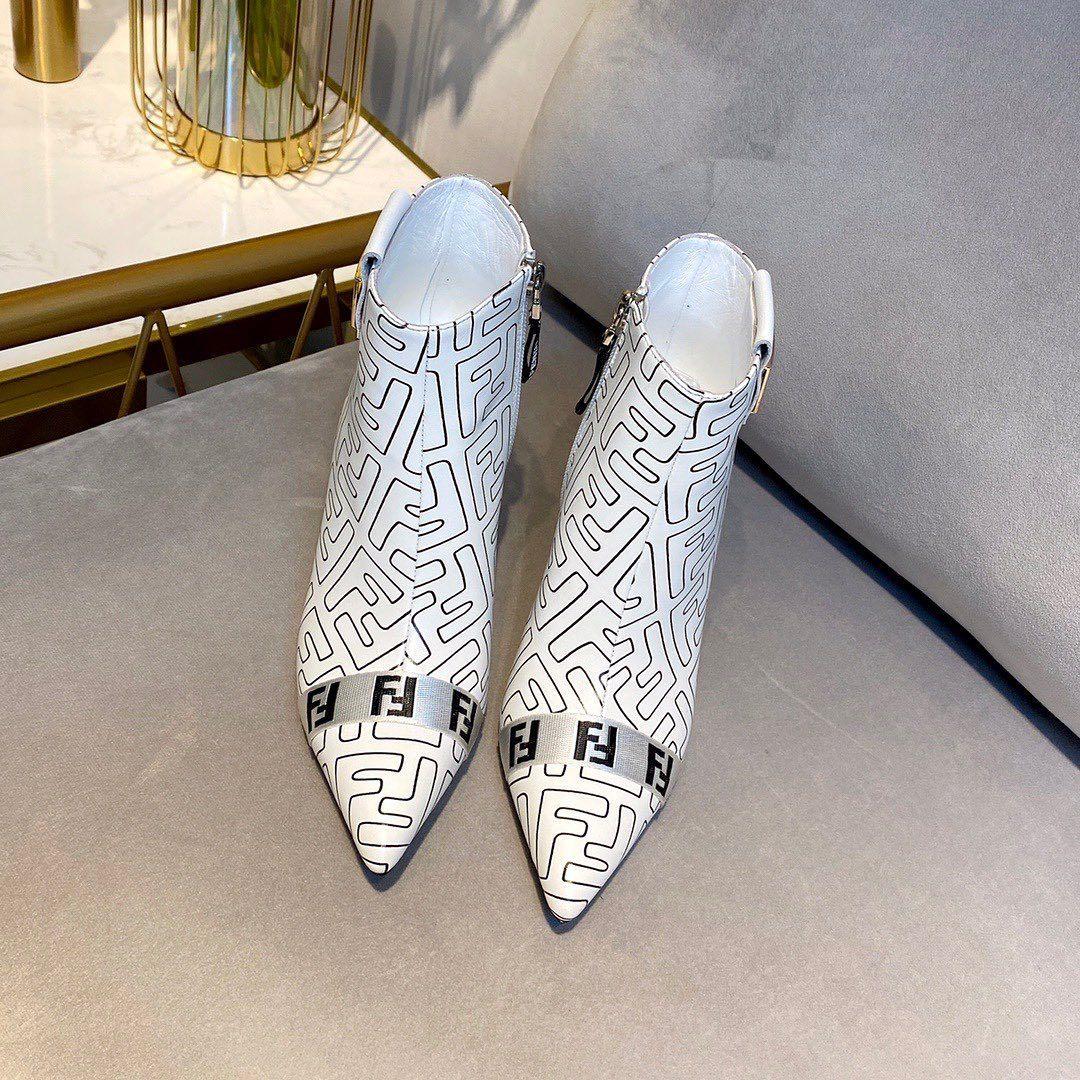 الله دبي السعودية نساء ممثل ماركات عالميه ماركات ماركات اصليه ماركات عالمية درجه اولى فخامه اناقه ماركة ماركة عالمية شوز Shoes Slippers Mule Shoe