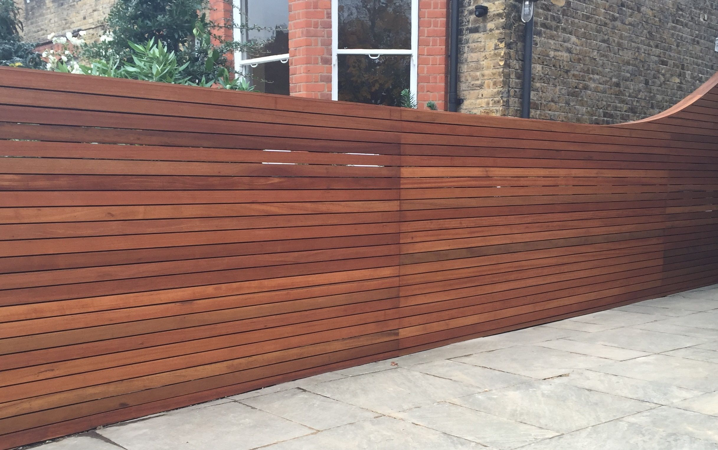 Hardwood screen trellis fence horizontal slat balau for Horizontal garden screening