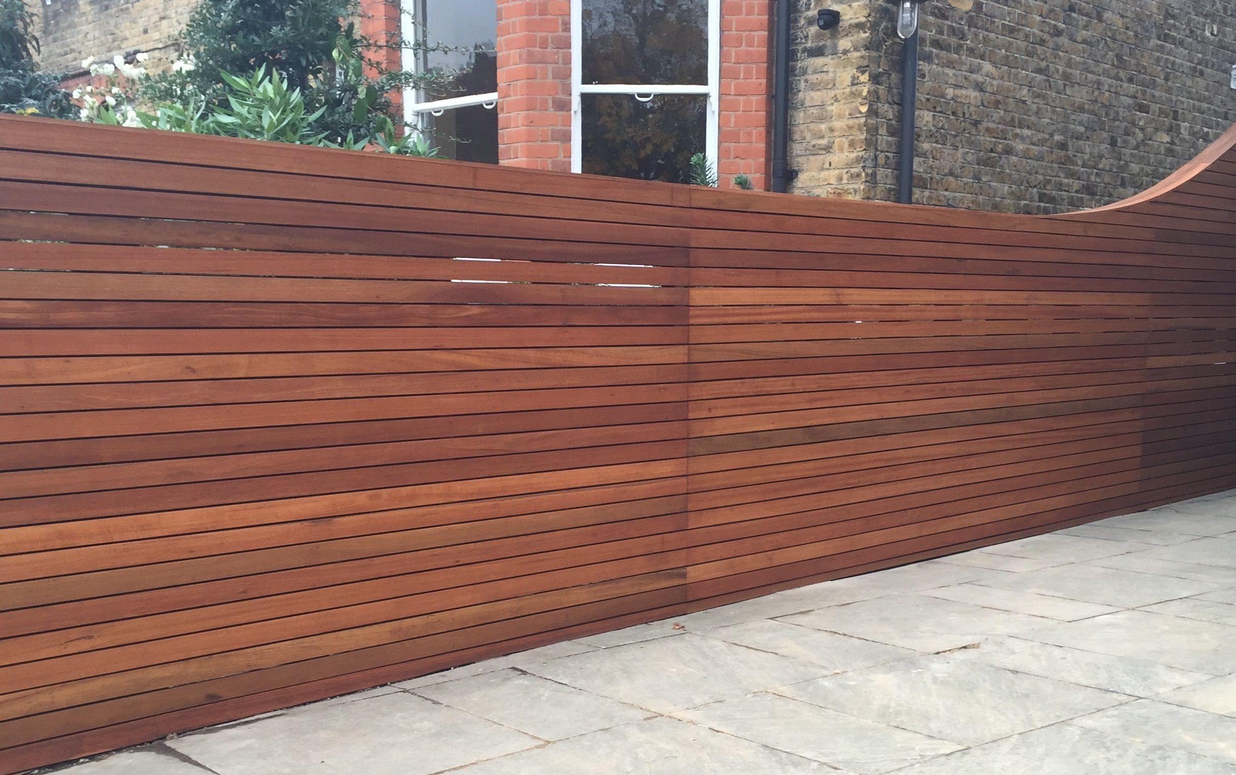 Hardwood screen trellis fence horizontal slat balau for Wood screen fence