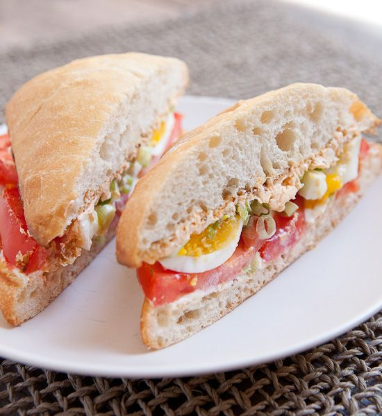 Egg And Tomato Sandwich For Breakfast Macheesmo Recipe Sandwiches Tomato Breakfast Tomato Sandwich