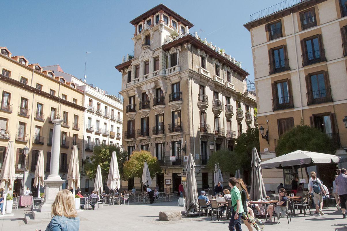 Madrid. Casa Palacio de Ricardo Angustias. Café de los Austrias en la plaza de los Ramales.