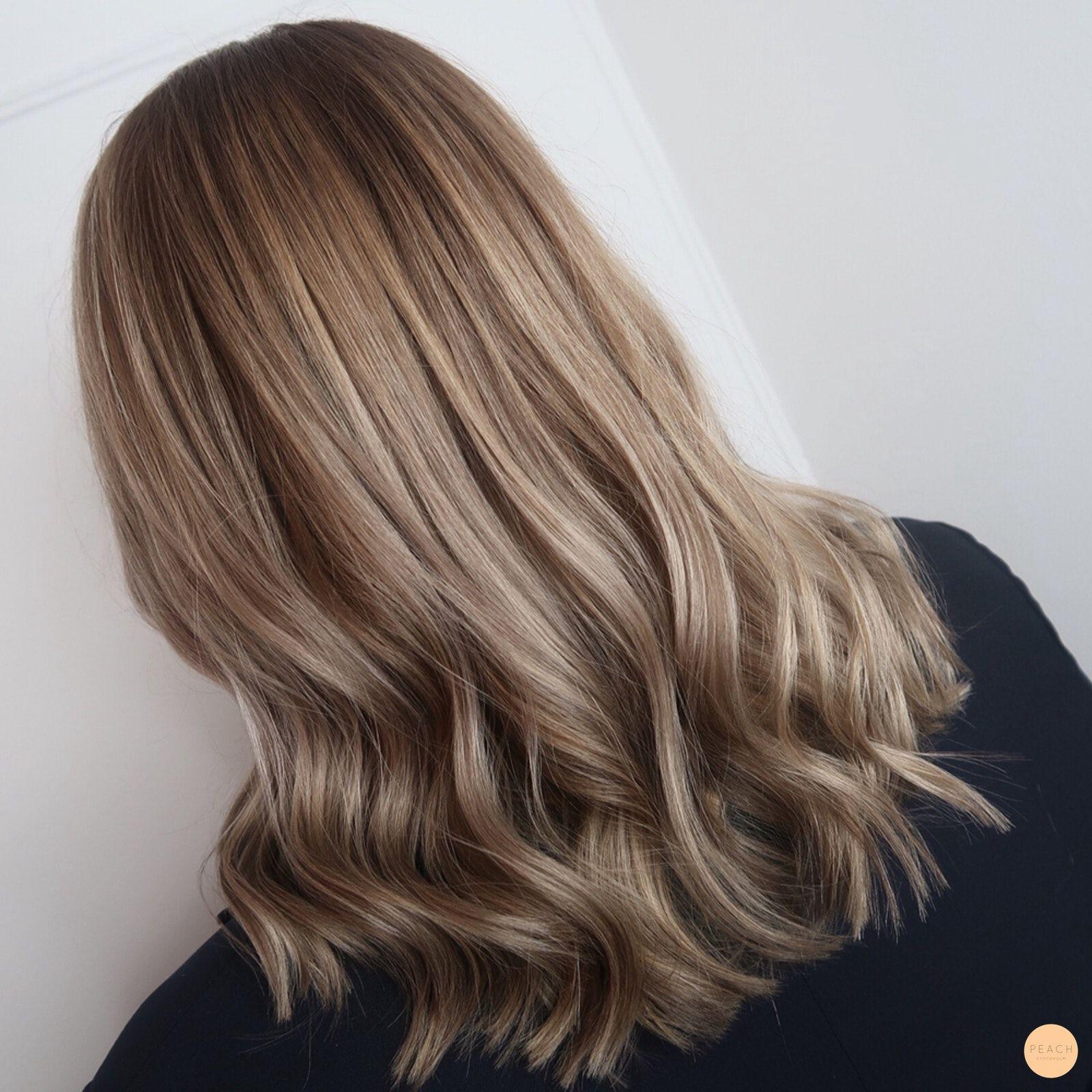 ljusbrun hårfärg på blont hår
