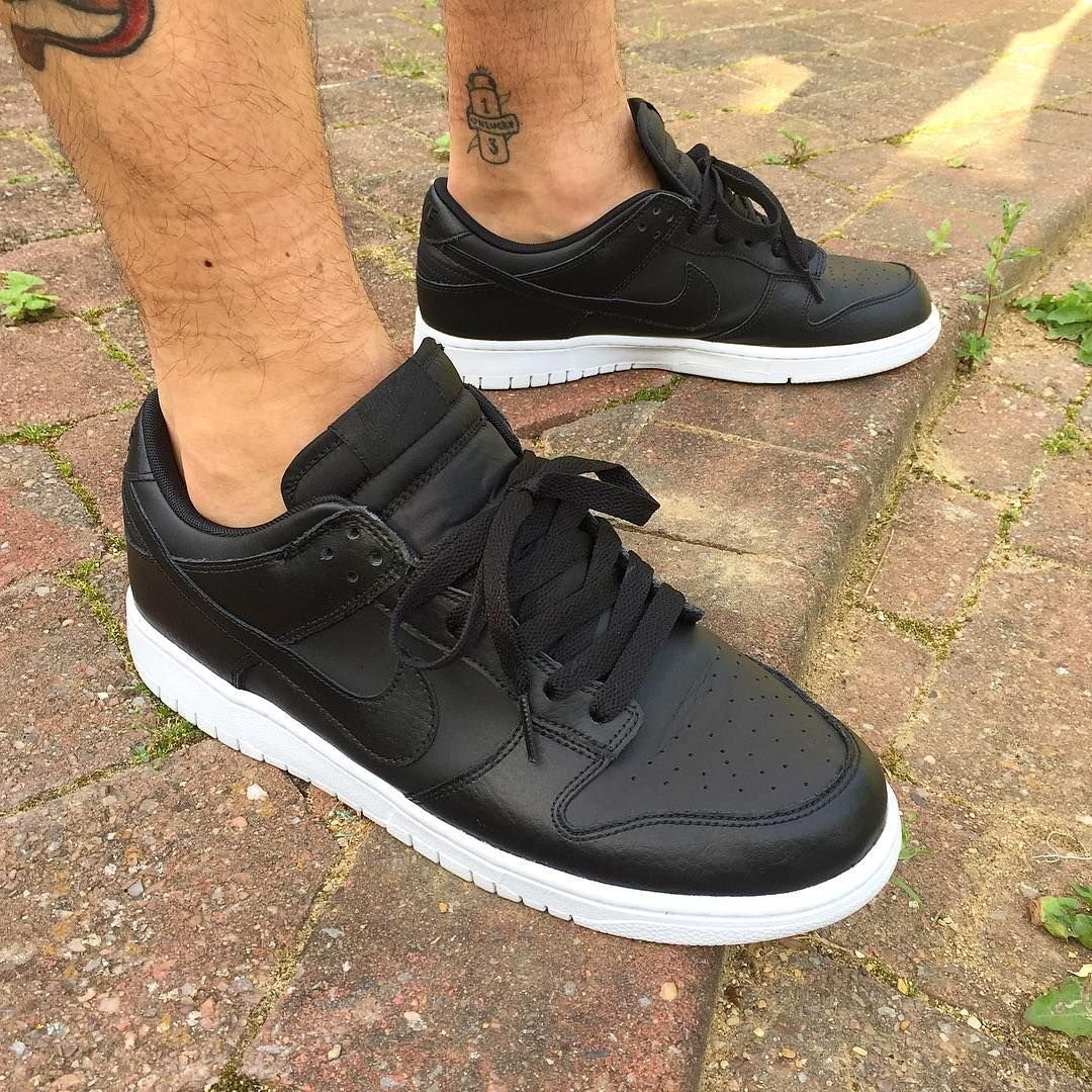 94b475efe879 Nike Dunk Low