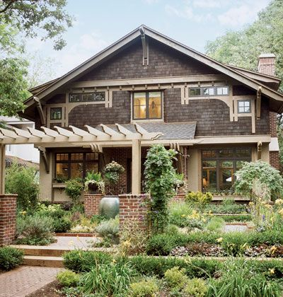 Arts And Crafts Characteristics A Unified Garden And Interior Plan Creates An Inviting Entr Craftsman Bungalows Bungalow House Plans Mission Style Homes