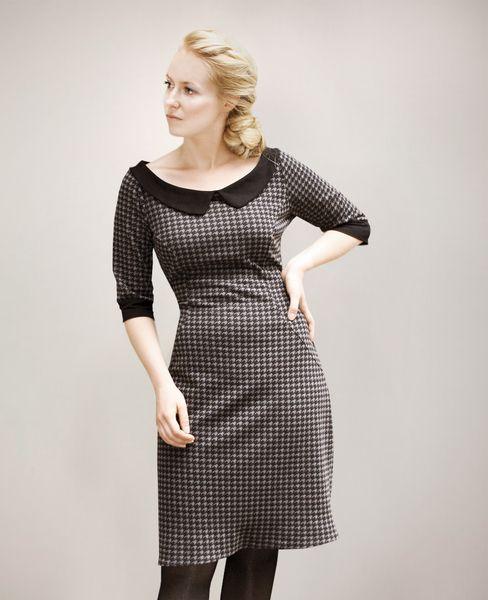 Dawanda-Shop Femkit: Figurnahes Kleid in Stiftform. Highlight: Der weite Ausschnitt mit Bubikragen erinnert an die 50er. ♥♥♥   *DETAILS*  • Jerseykleid in schwarz-grau...