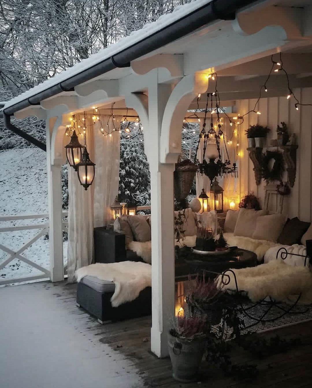 MAGICAL ✨ Ist diese Veranda von Anna-Lena @annalena.lindqvist nicht einfach ein Traum? ✨Das Laternenlicht mit dem Schnee zaubert diese… #Überdachungterrasse
