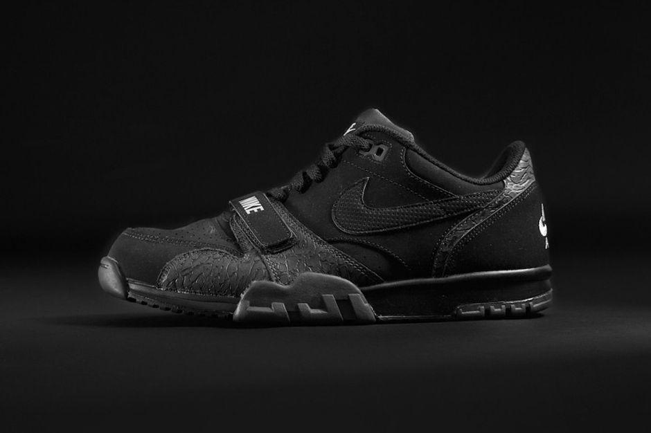 Nike Roshe Exécuter Casier Triple Du Pied Noir