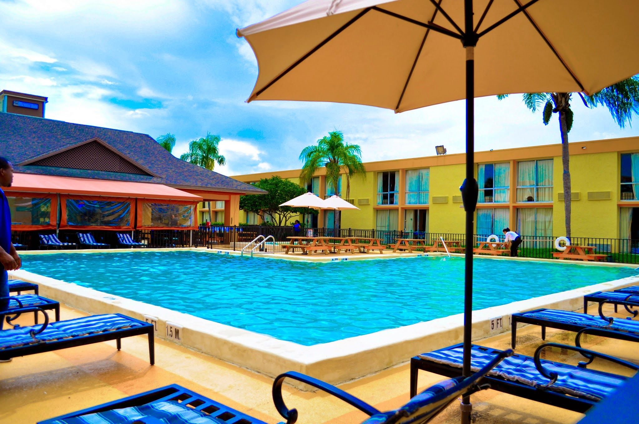 Hotel on International Drive with a nice pool pool