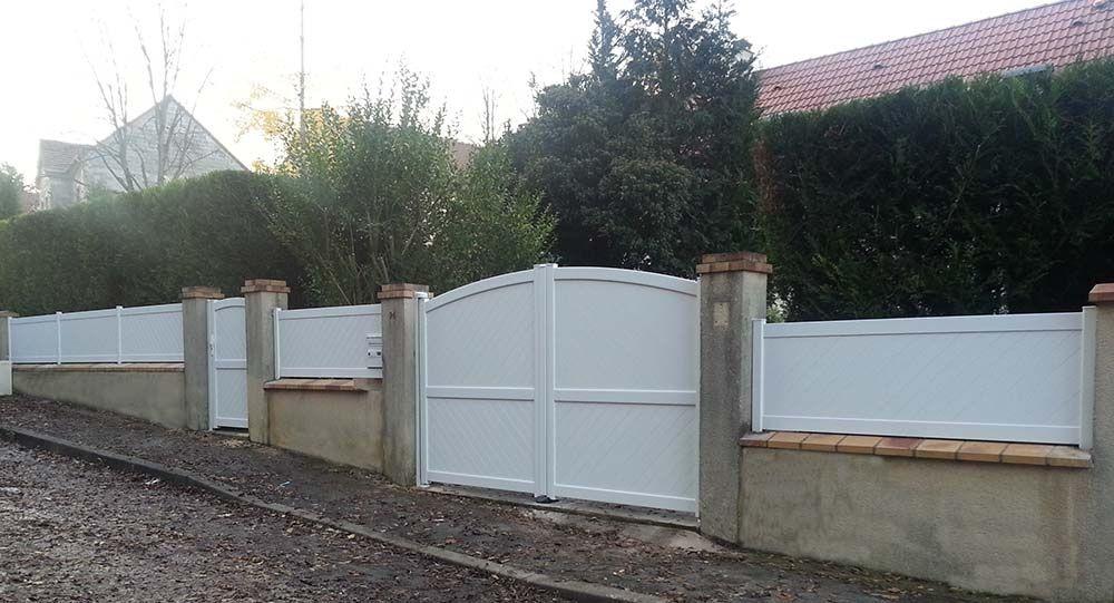 Clotures de maison simple line services vous propose une large gamme de portail et de clture en for Cloture maison aluminium
