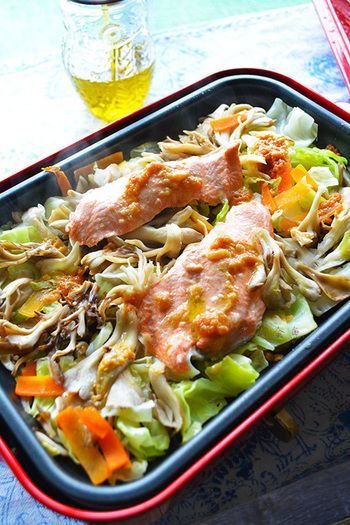 秋の献立の主役に♪『生鮭(秋鮭)』をおいしく味わうアレンジレシピ集 ... みんなで囲めるホットプレート作る秋鮭ちゃんちゃん焼きは、野菜もたっぷり取れ