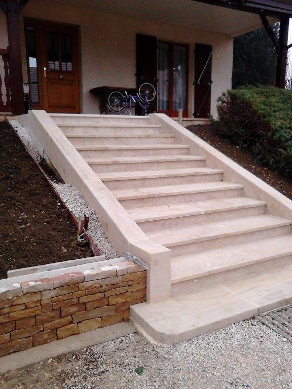Stairs In Pierre De Beaunotte Escalier Exterieur Beton Escalier Exterieur Amenagement Exterieur
