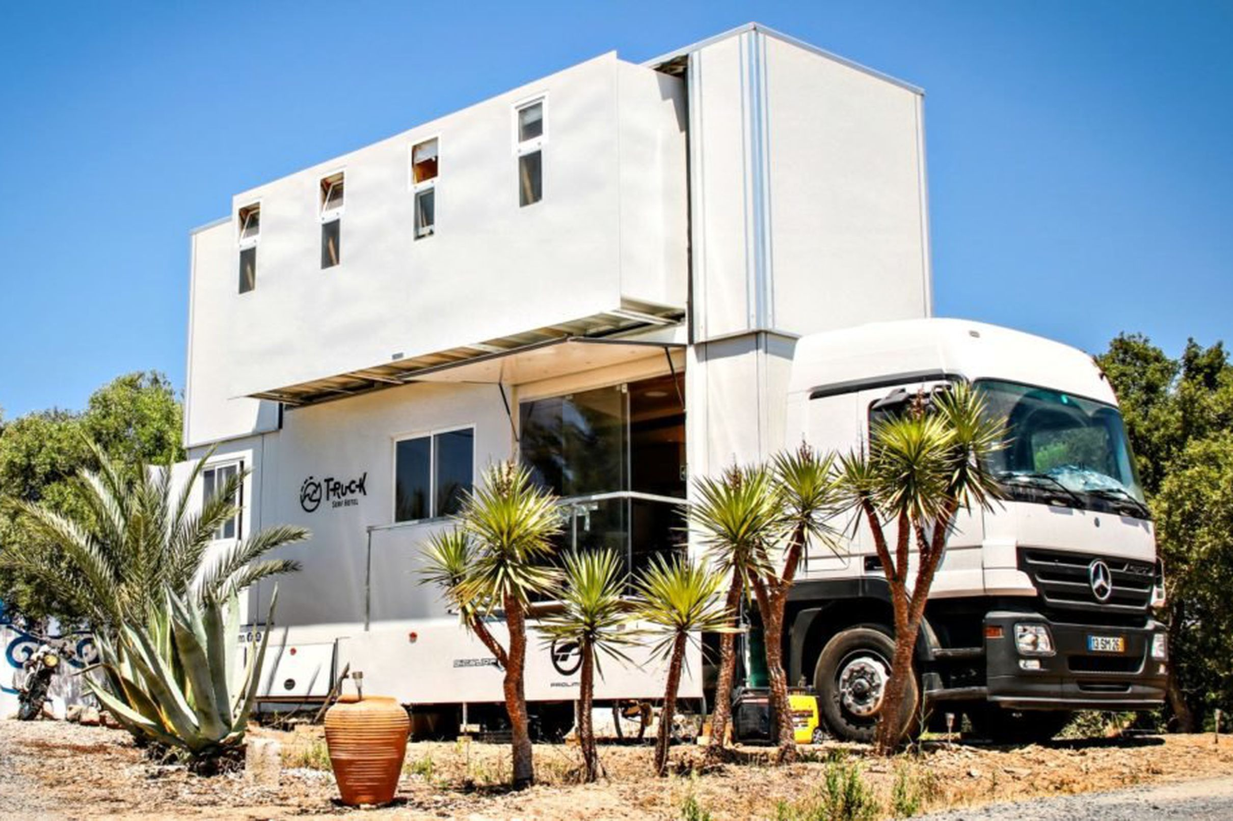 Truck Surf Hotel Is An Expandable Mobile Retreat For Wave Chasers Surfing Trucks Hotel