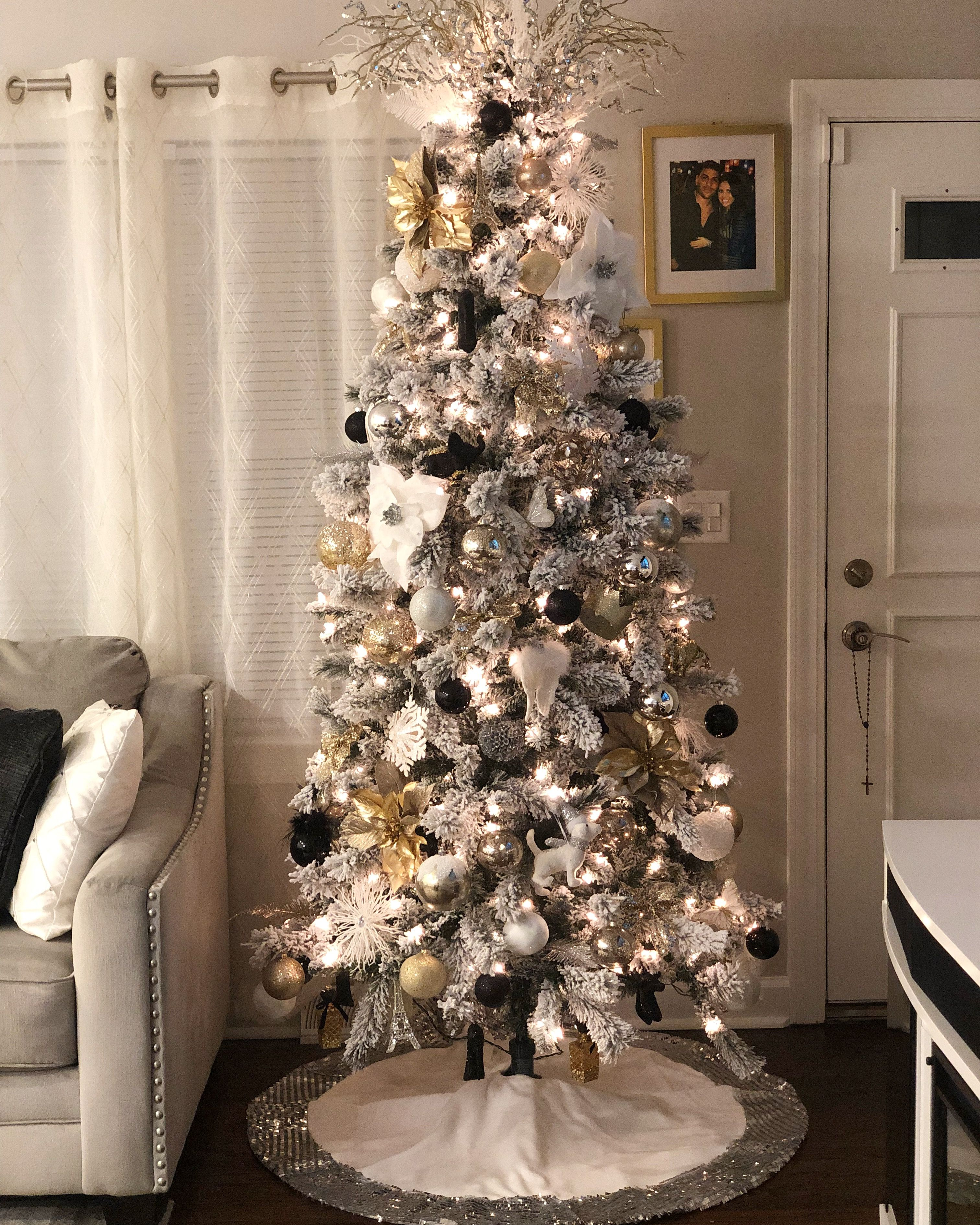 Gold Silver White And Black Ornaments Christmas Tree