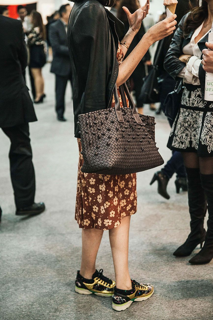 11e3c484249 I love this Bottega Veneta bag!   STYLE in 2019   Pinterest   Street ...