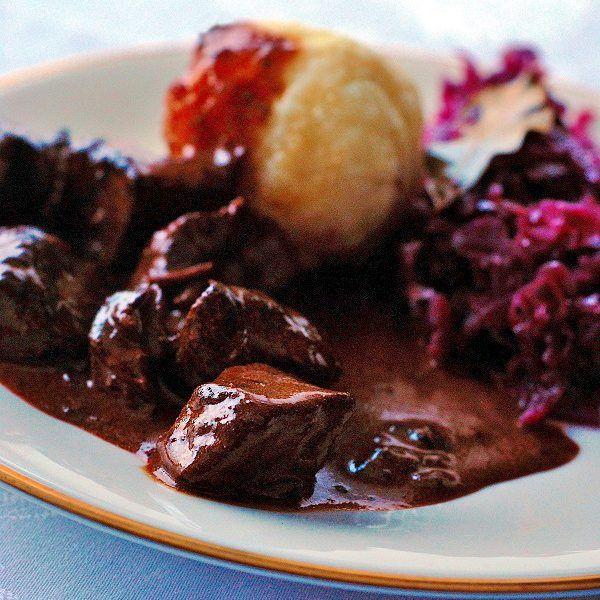 Klassisches Gulasch Rezept mit dunkler Soße -  Hausmannkost ganz einfach! #recipeforchickenfajitas