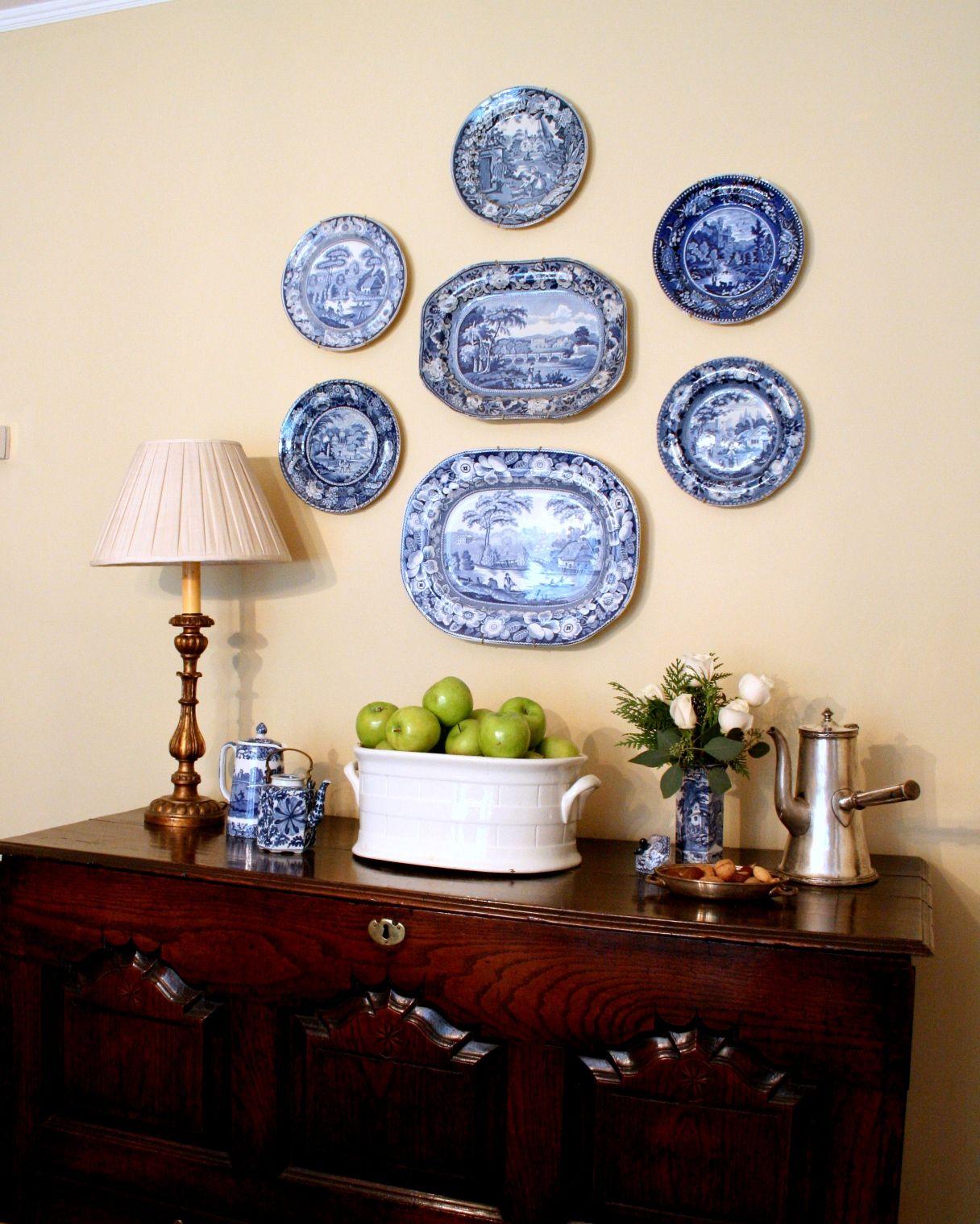 велозаезда является фотографии стен украшенных тарелками военная махина нависает
