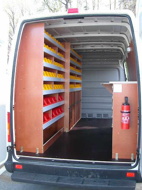 equipements interieur fourgon volkswagen utilitaires caddy transporter crafter utilitaire. Black Bedroom Furniture Sets. Home Design Ideas