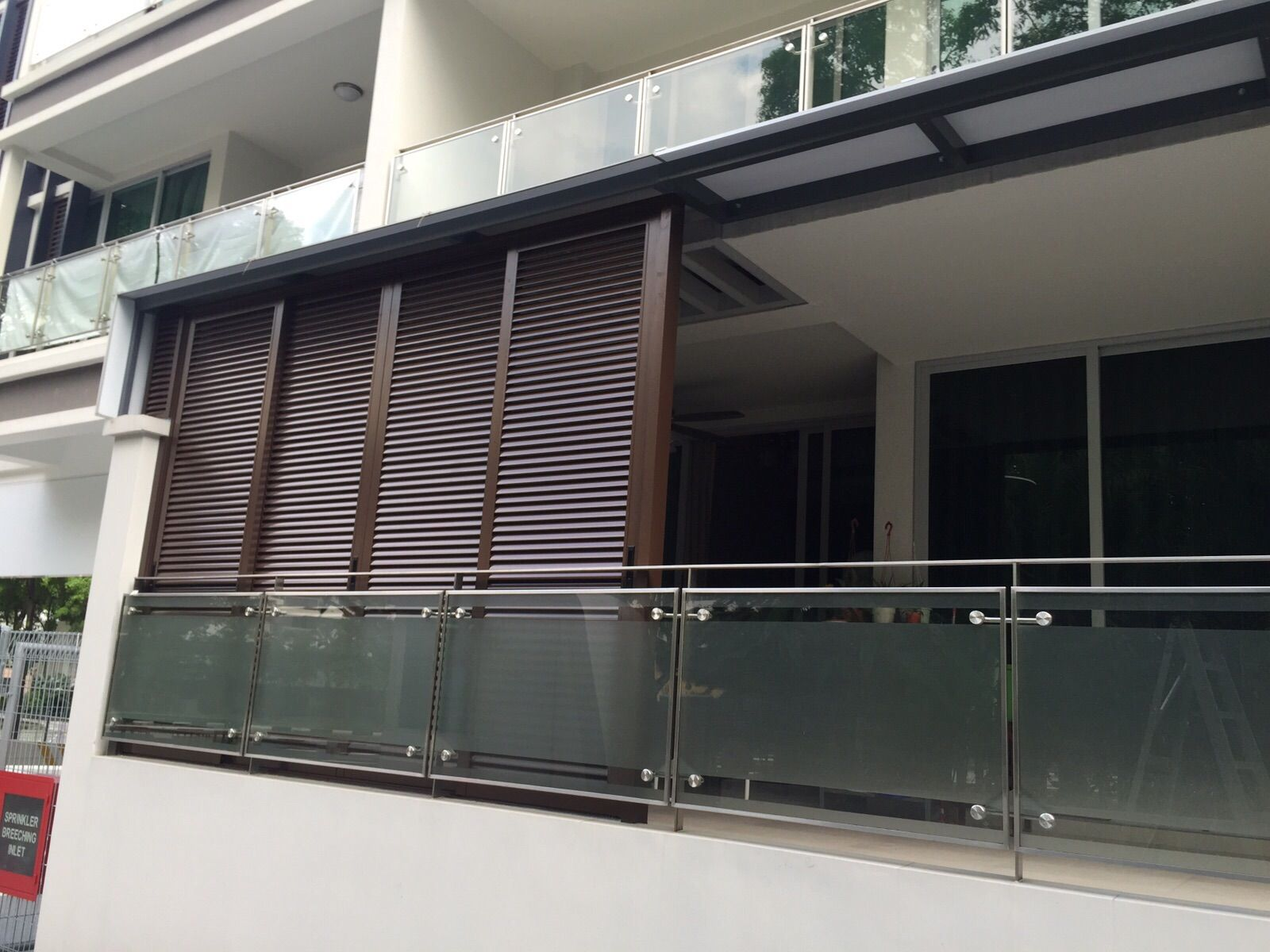 Outdoor roller blinds singapore outdoor roller blinds for Balcony louvres