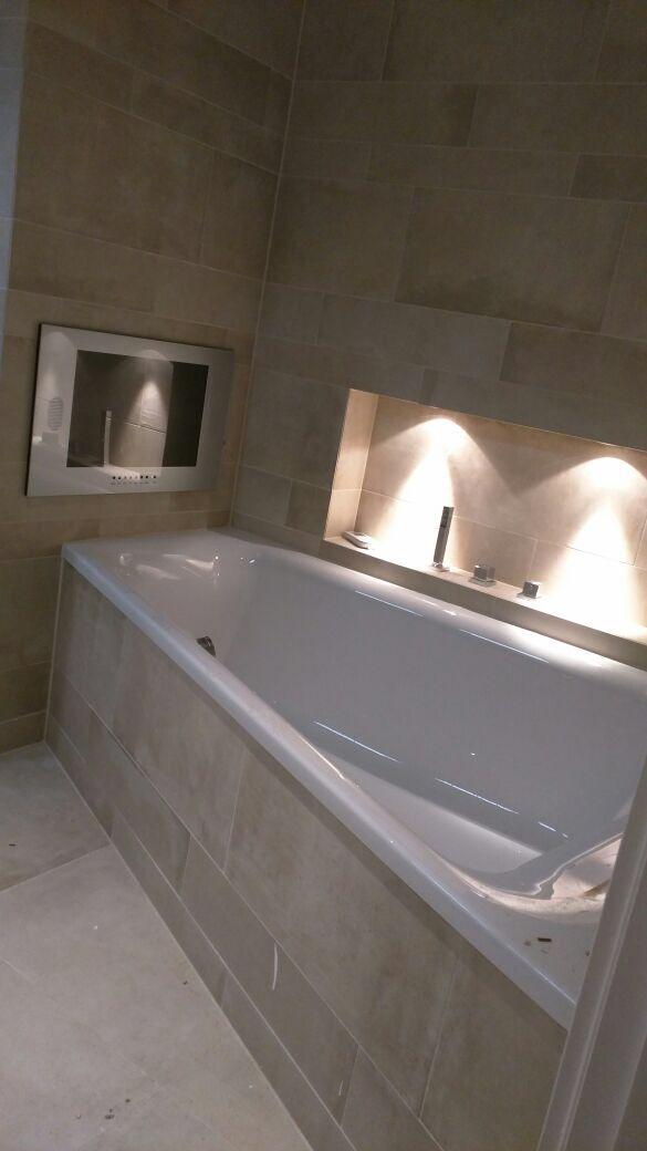 Betonlook tegels met badkamer tv | Betonlook tegels | Pinterest ...