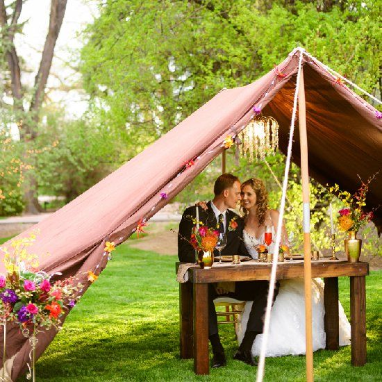 ...This styled shoot brings you glamour, vintage boho and a whole lot of outdoor wedding, with amazing colours and details.