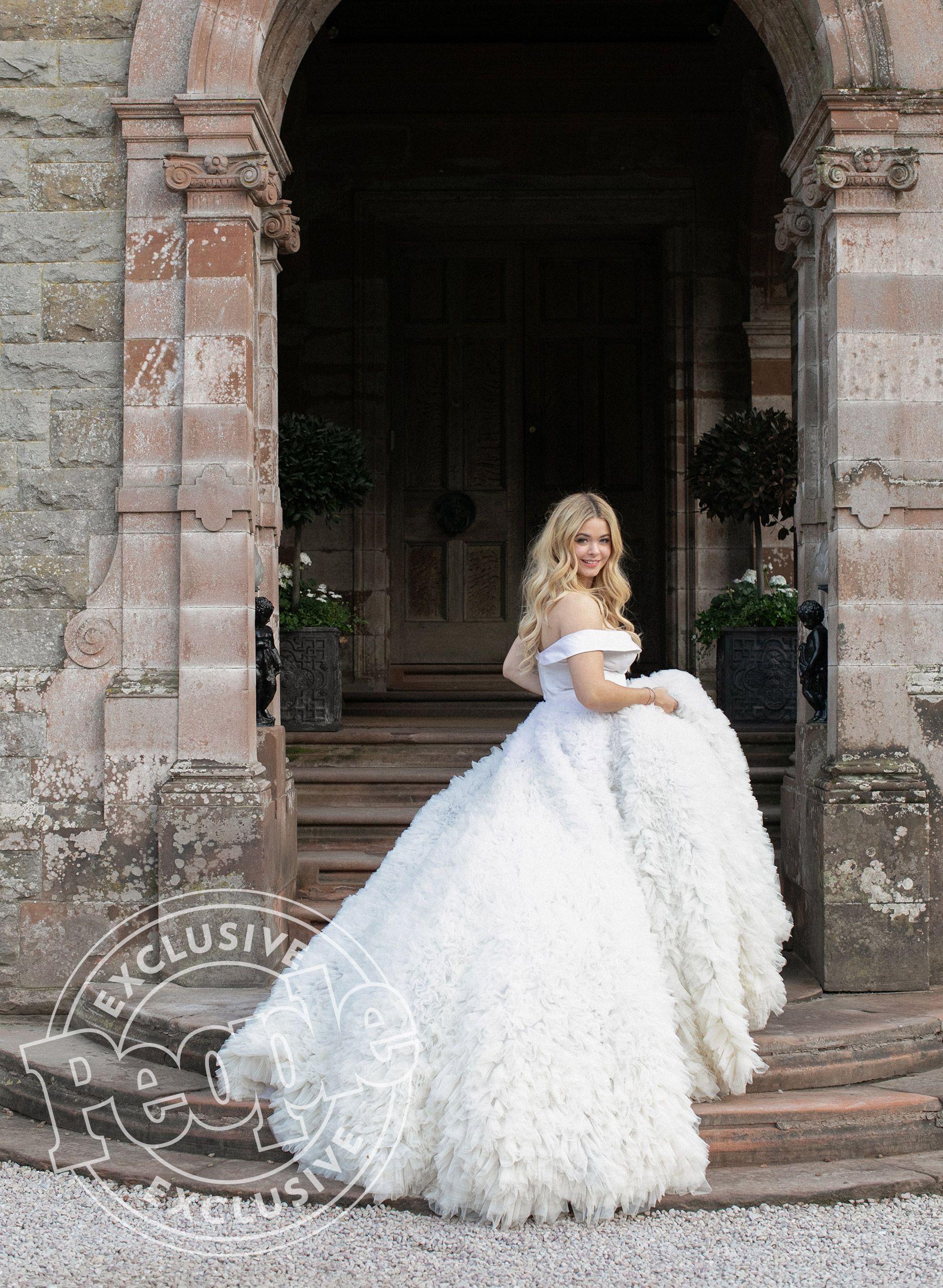It S A Pretty Little Wedding See Pretty Little Liars Star Sasha