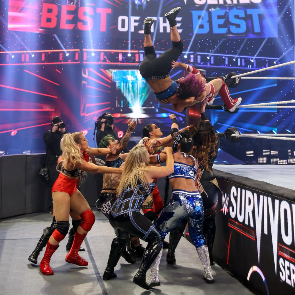 Photos Lana Stuns The Wwe Universe As The Sole Survivor In The Women S Survivor Series Match