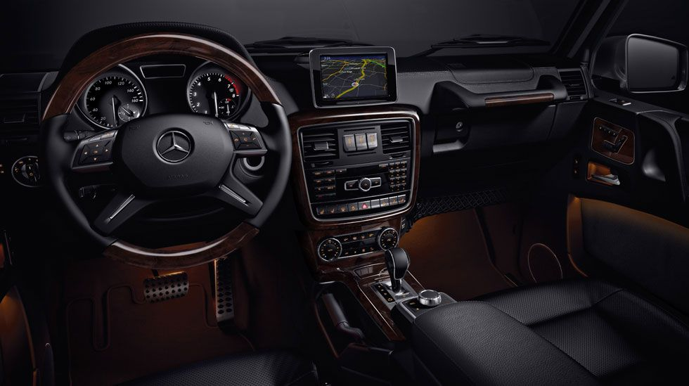 G550 In Black Premium Leather With Burl Walnut Wood Trim Car