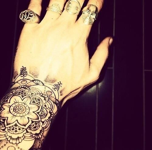 Pin De Ariel En Zayn Malik Diseno De Tatuaje Mandala Tatuajes De Zayn Malik Tatuaje Piercing
