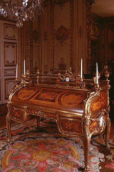 Louis Xiv S Desk At Versailles Palace Mobilier Classique Mobilier De Salon Chambre Royale