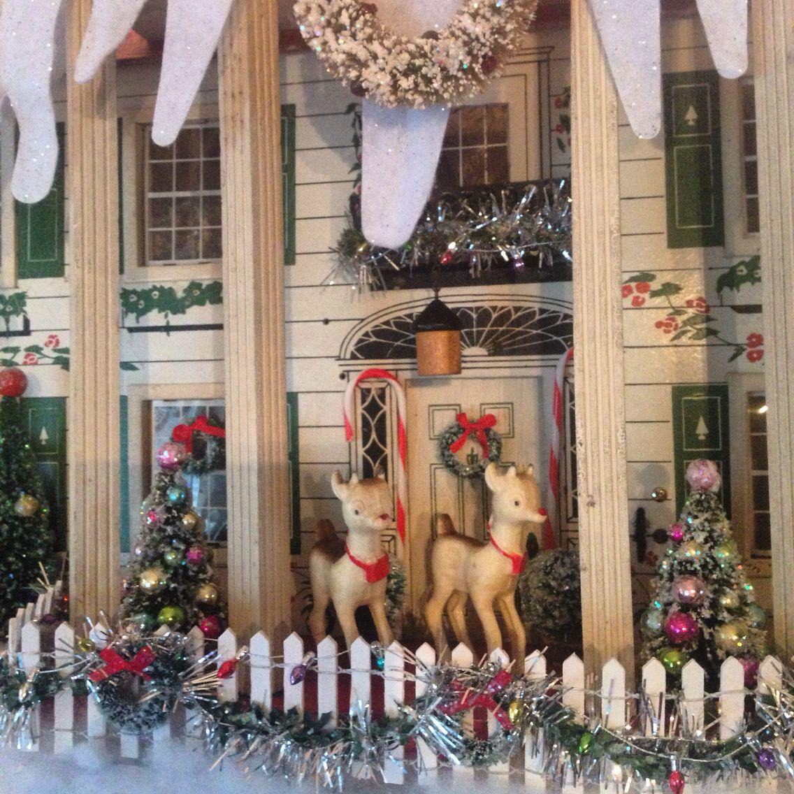 Christmas Dollhouse Decorations.My Christmas Decorations Only Plantation Dollhouse